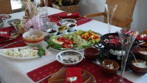 Festlich gedeckter Tisch an Thanksgiving.