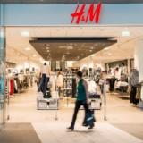 Nur heute: 15% auf alles bei H&M und Gratisversand, z.B. Bluse mit Bindebändern für CHF  25.46 statt CHF 29.95